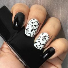 ¡Notas Musicales! nail art by Isabel