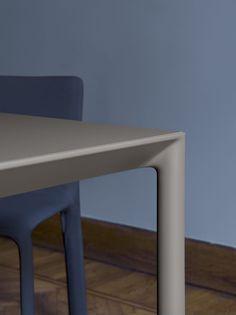 Maki, laminate table, Fenix-NTM, DEKTON and glass. Fenix Ntm, National Art Museum, Design Competitions, Victoria And Albert Museum, Design Museum, Moma, Design Awards, Urban Design, Industrial Design