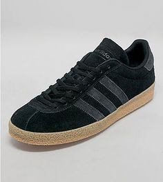 adidas Topanga - size? exclusive: adidas Originals presents this size? exclusive Topanga formerly known as the California. The shoe is presented in a black suede upper with tonal nubuck three stripe branding to the side walls and heel panel sat on a vintage gum midsole. The Topanga is finished with tonal flat laces plus branding to the tongue.