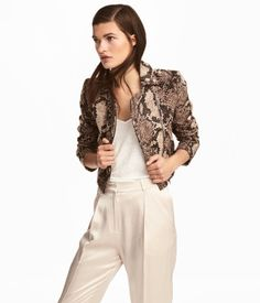 Light brown. Short biker jacket in thick, jacquard-weave cotton fabric with a pattern. Collar with decorative metal buttons, shoulder tabs with snap