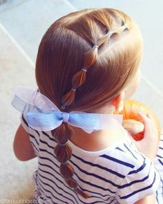 Einfaches Frisuren für kleine Mädchen, die 2 Minuten oder weniger brauchen: Simple hairstyles for little girls who need 2 minutes or less: 18 ideas to copy without wasting time less minutes girls need easy hairstyles Girls Hairdos, Baby Girl Hairstyles, Pretty Hairstyles, Braided Hairstyles, Teenage Hairstyles, Simple Hairstyles, Hairstyles 2016, Hairstyle Names, Kids Hairstyle