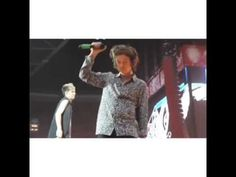 Harry realizing that the balloon is an inflated condom #harrystyles #onedirection #wwatour