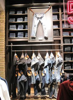VM | Visual Merchandising | Retail Display | Retail Fashion Display | VM Fashion | Retail Design | Levis
