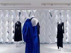 Shojigami Screen Yohji Yamamoto flagship store by Sophie Hicks, Paris store design Yohji Yamamoto, Google Architecture, Fashion Store Design, Paris Store, Retail Space, Comme Des Garcons, Boutique Design, Recherche Google, Paris Fashion
