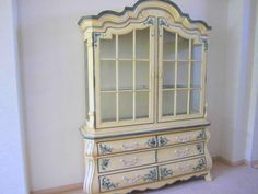 Vintage French Provincial China Cabinet (Buffet-Hutch) by Drexel Heritage Rococo Furniture, French Furniture, Furniture Decor, Refinished Buffet, Buffet Hutch, Repainting Furniture, Chalk Paint Furniture, French Rococo, French Vintage