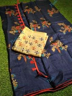 Note: This product is COD available Jute Saree comes with all over birds, Paired with a designer embroidered blouse Pallu comes with tassels saree + blouse Jute Sarees, Silk Sarees, Saree Blouse Designs, Blouse Patterns, Brocade Blouses, Peacock Design, Printed Sarees, Embroidered Blouse, Saree Collection