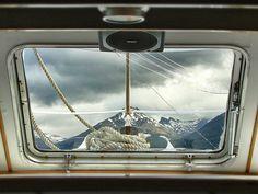 """""""Escape"""". En un barco navegando por el lago Mascardi, Bariloche, Argentina. Foto tomada por mí :)"""
