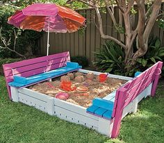 mommo design - OUTDOOR PALLET FUN - pallet sandbox *and the benches become the sandbox lid!