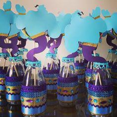 Garrafas decoradas para o gênio da lâmpada #festaaladim #personalizados #personalizzati #personalizado #aladim #alladin #aladdinparty… Aladdin Birthday Party, Indian Birthday Parties, Aladdin Party, First Birthday Parties, Birthday Party Decorations, Party Themes, Jasmin Party, Princess Jasmine Party, Aladdin Y Jasmin