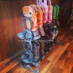 It seems there is no end to what people can create with horseshoes these days. But not everyone pays close attention to craftsmanship and quality. Did this horseshoe boot rack from Rough Around The Edges Country Creations measure up? Horseshoe Projects, Horseshoe Crafts, Horseshoe Art, Metal Projects, Welding Projects, Home Projects, Horseshoe Ideas, Welding Ideas, Welding Crafts