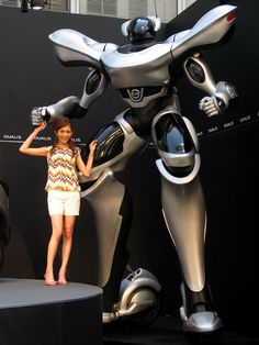 Did you know that Nissan made a Giant Robot? Apparently only Japan was cool enough to get this one. http://www.bobrichardsnissan.com/ un très grand robot http://www.serrurier-paris-artisan.fr/serrurier-paris-15/
