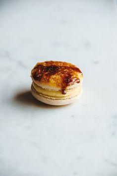 Vanilla Crème Brûlée Macarons