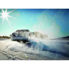 This is how we make a snow angel. [Fuel consumption combined: 8.4 l/100 km | CO2 emission combined: 195 g/km]