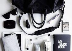 鞄の中の小物たち小さなものから徹底美人
