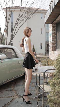 Pretty Asian Girl, Beautiful Asian Women, Beautiful Legs, Korean Beauty, Asian Beauty, Most Romantic Hollywood Movies, Asian Fashion, Girl Fashion, Little Girl Models
