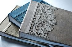 Inspiración para encuadernación: Libro con tapete - Doily Book Binding Inspiration : why not create a similar border using other things, like leaves?