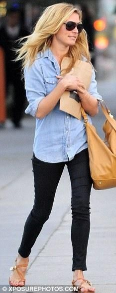 chambray shirt + black denim skinnies + camel leather sandals + camel leather hobo bag