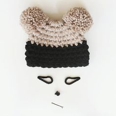 48c40a760928 This Chunky Winter Pom Pom Hat color is so amazing