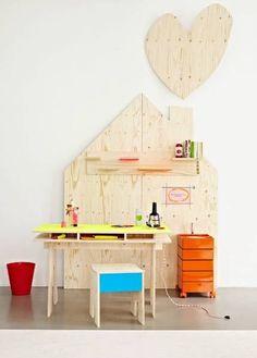Fluorescent colors for nursery decoration DIY: houten huis voor in de kinderkamer. A mini workshop next to moms/dads workshop for the kiddos!