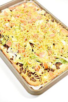 Weight Watchers Taco Pizza – BEST WW Sheet Pan Pizza Recipe – Dinner – Lunch – Treat – Appetizers – Snack with Smart Points – Appetizers Sheet Pan Pizza Recipe, Pizza Recipe Keto, Taco Pizza Recipes, Ww Recipes, Recipe Sheet, Keto Taco, Appetizer Recipes, Dinner Recipes, Appetizers