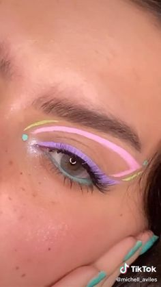Maquillajes🥰 Edgy Makeup, Makeup Eye Looks, Eye Makeup Art, Colorful Eye Makeup, Natural Eye Makeup, Crazy Makeup, Skin Makeup, Eyeshadow Makeup, Pink Eyeliner