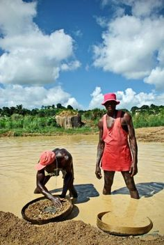 Diamond mining - Sierra Leone . Is it worth it for that ring? These two men aren't getting much at all of the money you pay.