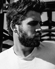 Miley And Liam, Hemsworth Brothers, Most Handsome Actors, Australian Actors, Marvel, Hollywood Actor, Good Looking Men, Celebrity Pictures, Celebrity Crush