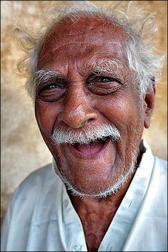 Hyvä päivä - lupa hymyillä jokaiselle vastaantulijalle.