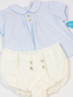 Conjunto de ranita cruda con camisa celeste Martin Aranda detalle. Les Bébés  Spain 5bd7d47ff00