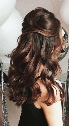 Bumped Half-Up Hairstyles ❤️ Half up half down prom hairstyles are really trendy this season. Check out our photo gallery of the most fabulous hairstyles to get inspired. ❤️ up hairstyles Try 42 Half Up Half Down Prom Hairstyles Half Up Half Down Hair Prom, Prom Hair Down, Wedding Hairstyles Half Up Half Down, Hairdo Half Up, Long Hair Half Updo, Long Hair Curled Hairstyles, Pretty Hairstyles, Hairstyle For Medium Length Hair, Half Up Hairstyles