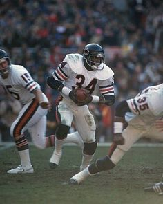 Walter Payton Pictures and Photos Walter Payton American Football League, American Sports, National Football League, Titans Football, Nfl Football Players, Football Stuff, School Football, School Sports, Nfl Bears