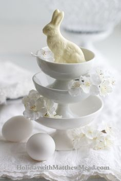 60 Creative Easy DIY Tablescapes Ideas for Easter_08