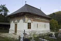 vioresti valcea - biserica, sud-vest (dupa restaurare, 2011)