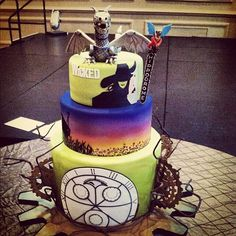 Wicked The Musical Cake, steampunk / photo by hippodromebway  Same cake, different view: excellent. Via tee ran.