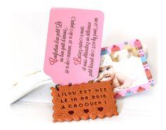 Faire-part biscuit personnalisé. Modèle fille étiquette gourmande rose.  www.lafabriquedemeline.com Modèle déposé avril 2014, toute reproduction interdite