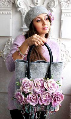 Купить или заказать Дизайнерская сумка Цветы нежности в интернет-магазине на Ярмарке Мастеров. Дизайнерская сумка в серой гамме на кожаных ручках с нежными розами-брошами и нитями в этих оттенках.Розы можно прикалывать на сумочке в разные места или украшать любую,другую Вашу одежду. Вместительная,удобная,внутри карманчик.Застегивается на магнит. ОЧЕНЬ трудоемкая работа,каждый лепесток розы сформирован и собран вручную,поэтому каждая роза неповторима!!!