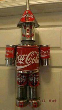 Coca Cola Tin Man would be so cute for in to of the cabinets. Coca Cola Decor, Coca Cola Ad, Always Coca Cola, Aluminum Can Crafts, Aluminum Cans, Coca Cola Kitchen, Cocoa Cola, Vintage Coke, Vintage Space