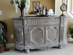 hand painted in Annie Sloan Coco along with an old white wash to accent details and sealed in Annie Sloan wax by wilma