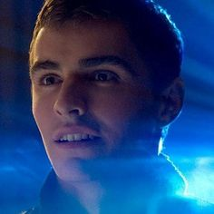 Watch the Cast of Now You See Me Perform Real Magic Tricks -- Dave Franco, Melanie Laurent and magician David Kwong show us the art of card throwing and other illusions. -- http://wtch.it/QJdt6