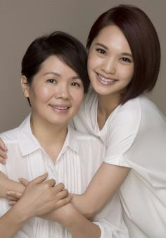 Rainie Yang and her mom.  In order to celebrate her 30th birthday, Rainie want to take a photograph with her mom to give her self a special gift. at first, this picture will use black and white color, but she think that black and white will lead to a sad impression.  Source: Apple Daily Entertainment