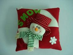 View these Gorgeous Handmade Christmas Pillow Inspirations for easy decoration and great gifts. These gorgeous Christmas handmade Pillows are wonderful to your decor. Christmas Sewing, Christmas Love, Christmas Snowman, Christmas Projects, Christmas Themes, Handmade Christmas, Holiday Crafts, Christmas Decorations, Christmas Ornaments