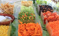 Barra de Ensaladas Cafe Restaurant, Restaurant Design, Pasta Bar, Healthy Food, Healthy Recipes, Counter Display, Senior Project, Salad Bar, Food Truck
