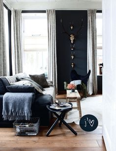 Source: French by Design How amazing this room! I'm in love with the wall colours and the grey curtains. Sultry and comfortable.