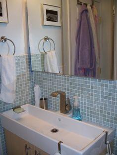 Space-efficient spa-like bathroom