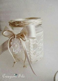 Although Mason jars were originally designed for canning, there are so many genius things to do with your favorite country staple. These Mason jar decor ideas are easy and inexpensive crafts that will look beautiful in your home. Mason Jars, Bottles And Jars, Mason Jar Crafts, Diy Hanging Shelves, Floating Shelves Diy, Diy Home Decor Projects, Diy Projects To Try, Decor Ideas, Mason Jar Lighting