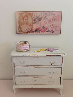 Shabby chic 1/12th scale chest of drawers