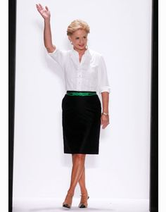 fashion over 50 women outfits ideas Carolina Herrera Dresses, Ch Carolina Herrera, Fasion, Fashion Outfits, Womens Fashion, Fashion Trends, Traje Casual, Classic White Shirt, Outfits Mujer