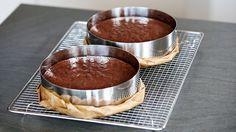 Zubereitung: 15 Min. Backzeit: ca. 35 Min. Zutaten für eine hohe 20 cm Torte: 320 g Butter 200 g Zartbitterschokolade 250 g Zucker 8 Eier 190 g M...