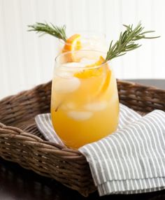 The Sunday Funday Sipper 1 part Pinnacle® Original Vodka 1 part Orange Juice 1 part Iced Tea (sweetened or unsweetened) Method: add all ingredients along with ice and garnish as desired.