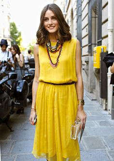 Love to hate her, but adore the yellow dress. Only Olivia could make this yellow look so amazing. Grrrr!